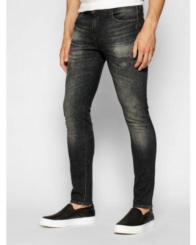 Czarne jeansy rurki Guess