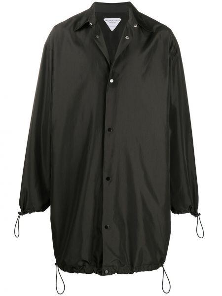 Klasyczny czarny płaszcz przeciwdeszczowy z długimi rękawami Bottega Veneta