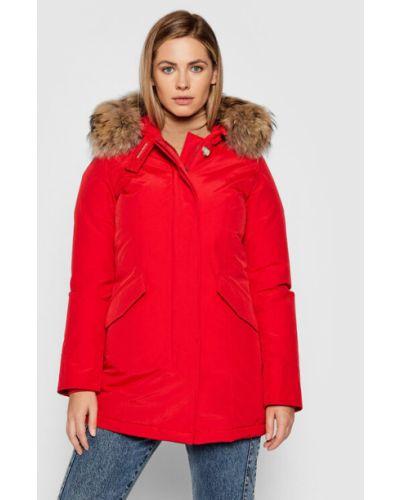 Czerwona kurtka zimowa Woolrich