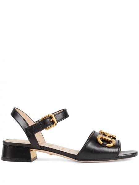 Czarne złote sandały na obcasie Gucci