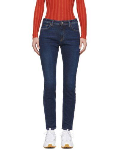 Zawężony niebieski jeansy do kostek z kieszeniami z łatami Acne Studios