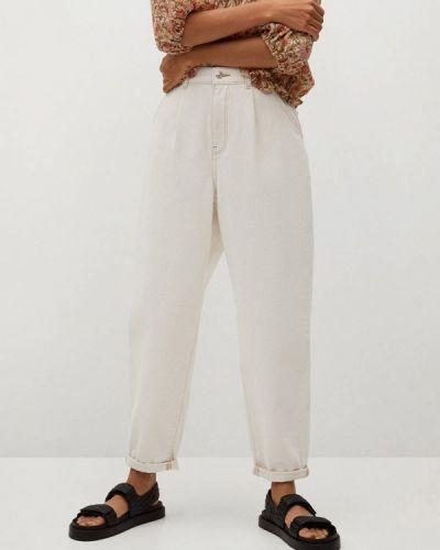 Белые джинсы бойфренды Mango