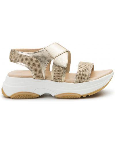 Босоножки на каблуке - золотые Togoshi