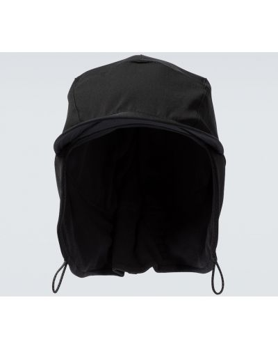 Czarna czapka do biegania z nylonu Satisfy