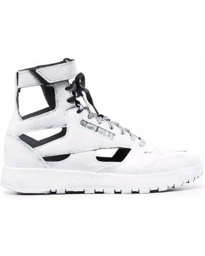 Белые высокие кроссовки с нашивками на шнуровке Maison Margiela X Reebok