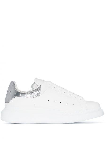 Biały skórzane sneakersy na pięcie z prawdziwej skóry perforowany Alexander Mcqueen