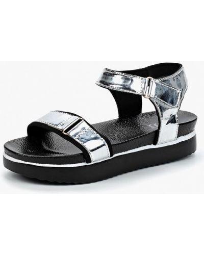 Босоножки на каблуке серебряного цвета Vh