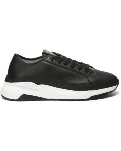 Кожаные кроссовки на шнуровке закрытые Fabi
