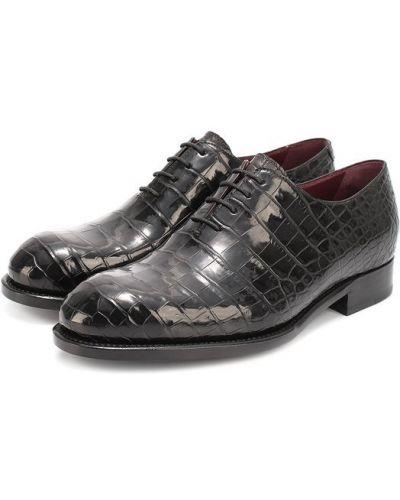 Классические туфли черные из кожи крокодила Brioni