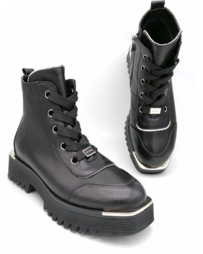 Кожаные ботинки - черные Gina