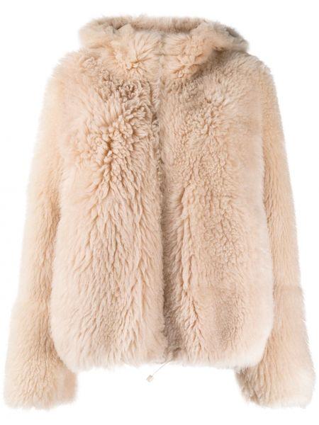 Розовая длинная шуба из овчины с капюшоном Yves Salomon