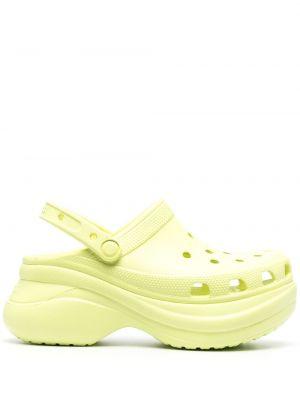 Żółte chodaki na koturnie z jedwabiu Crocs