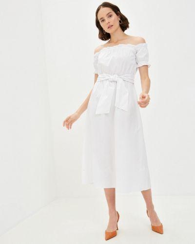 Белое платье с открытыми плечами Glamorous