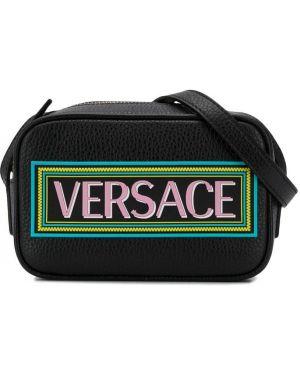 С ремешком черная кожаная сумка на плечо Young Versace