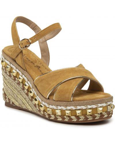Brązowe sandały casual Alma En Pena