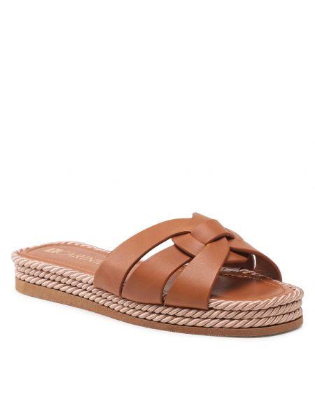 Brązowe sandały Carinii