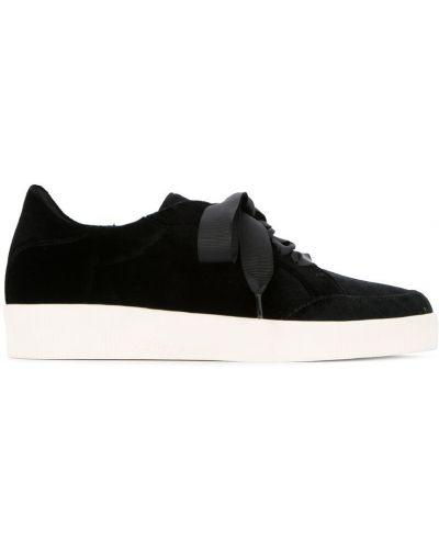 Кроссовки черные на шнуровке Senso