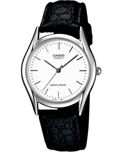 Часы водонепроницаемые с кожаным ремешком белые Casio