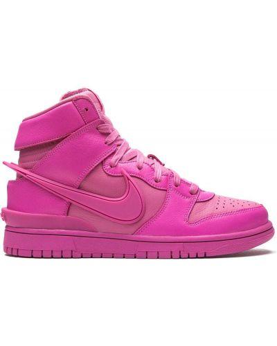 Розовые брендовые высокие кроссовки на шнурках Nike