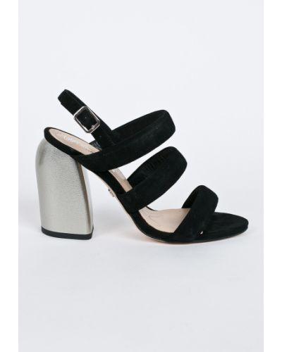 Кожаные туфли на каблуке замшевые Solo Femme