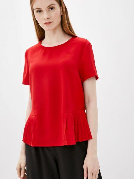 Красная блузка с коротким рукавом снежная королева