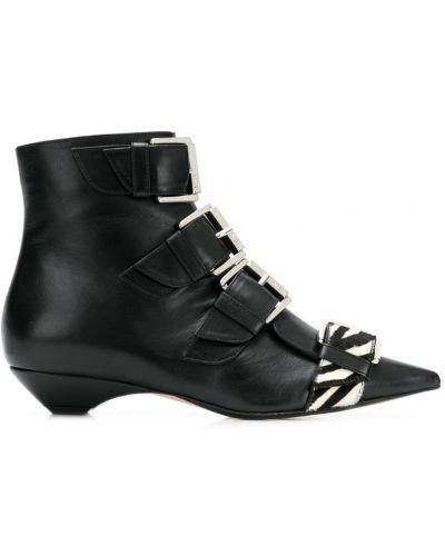 Ботинки на каблуке черные с пряжкой N21