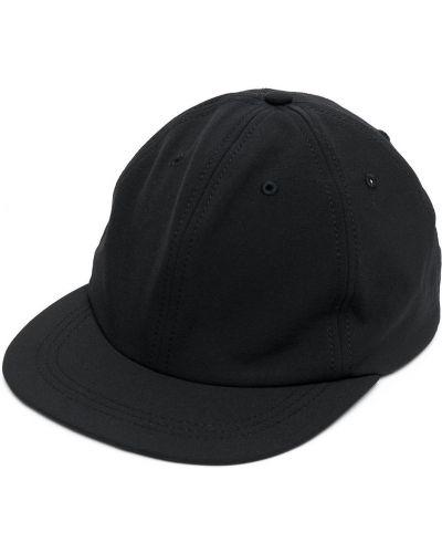 Czarna czapka Satisfy