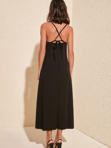 Приталенное трикотажное черное платье миди Trendyol