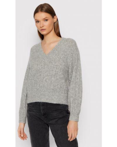 Szary sweter Gestuz