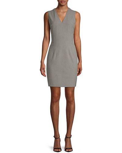 Деловое платье-футляр без рукавов с V-образным вырезом T-tahari
