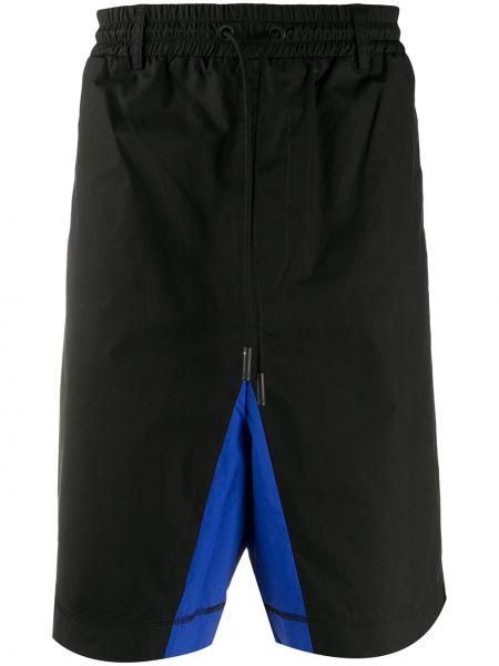 Ze sznurkiem do ściągania czarny szorty z kieszeniami z łatami Marcelo Burlon County Of Milan