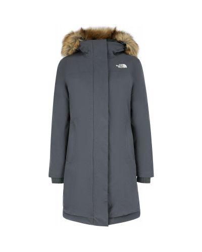 Серая пуховая длинная куртка Arctic на молнии The North Face