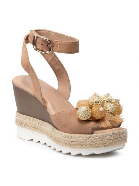 Beżowe sandały na lato Badura