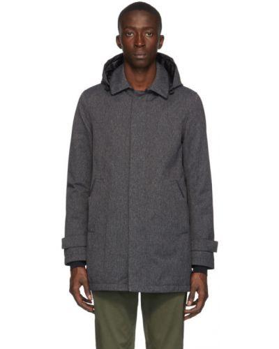 Czarny pikowana płaszcz z kołnierzem z kieszeniami z mankietami Herno