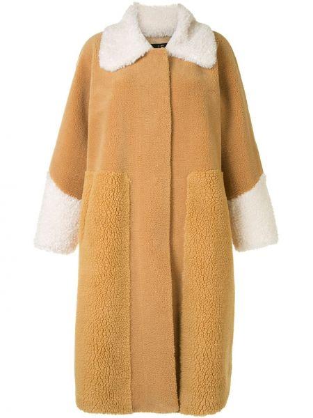Желтое пальто классическое из овчины с воротником Unreal Fur