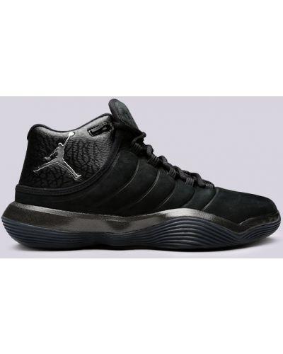 Черные кроссовки Jordan