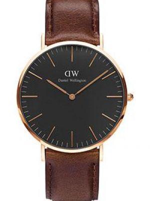 Часы с кожаным ремешком с черным циферблатом кварцевые Daniel Wellington
