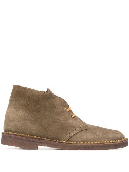 Бежевые замшевые сапоги на шнуровке Clarks Originals