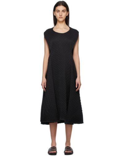 Czarna sukienka bez rękawów Issey Miyake