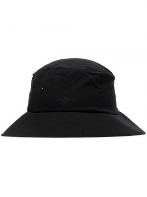 Czarna czapka z haftem Arcteryx