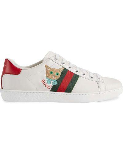 Białe sneakersy skorzane na obcasie Gucci