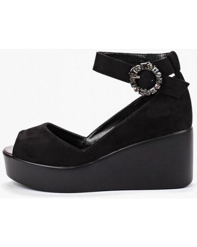 Туфли на каблуке черные Inario