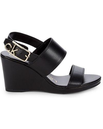 Czarne sandały na koturnie na obcasie Calvin Klein