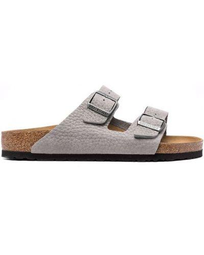 Białe sandały z klamrą Birkenstock
