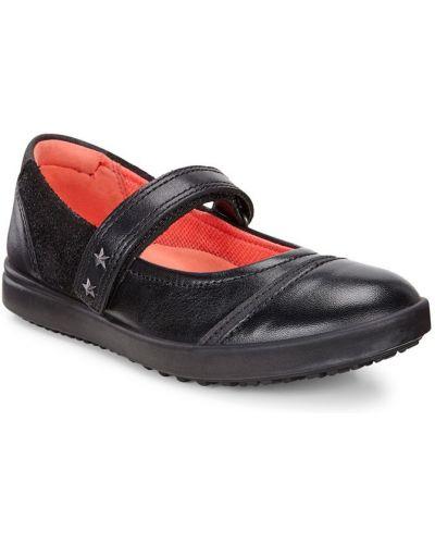 Школьные туфли черные на каблуке Ecco