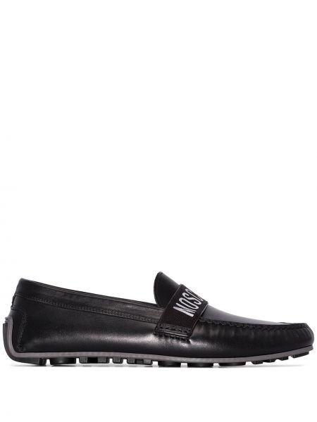 Czarne loafers skorzane z printem Moschino