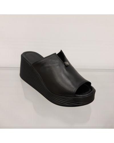 Кожаные шлепанцы - черные Fabio Monelli