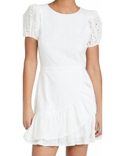 Белое трикотажное платье с запахом с декольте Yumi Kim