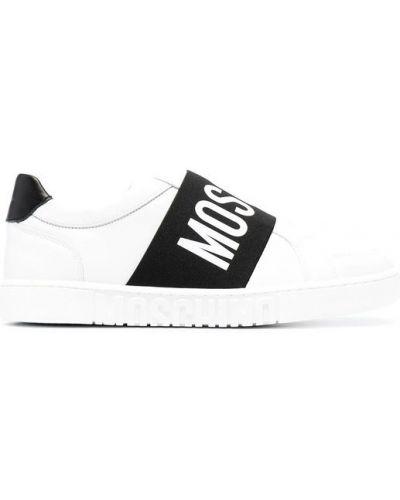 Białe sneakersy płaska podeszwa z printem Moschino