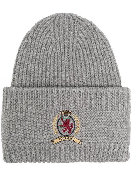 Серая кашемировая вязаная шапка бини с нашивками Hilfiger Collection
